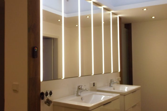Bad Spiegelschrank vom Schreiner mit LED Beleuchtung 1