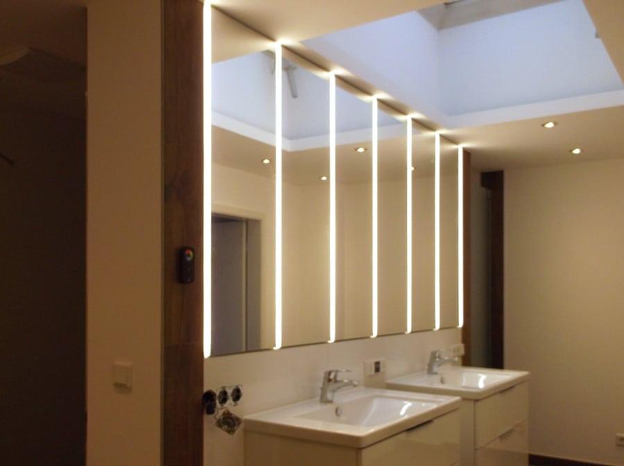 Bad Spiegelschrank vom Schreiner mit LED Beleuchtung
