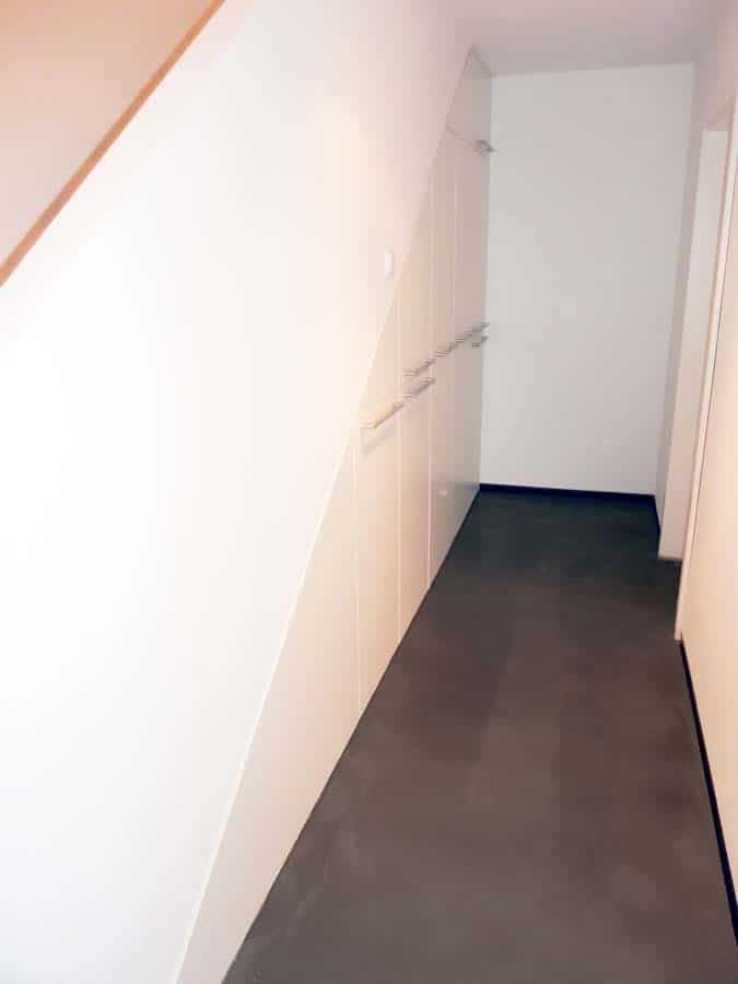 Einbauschrank Apotheker Auszuege unter Treppe 1