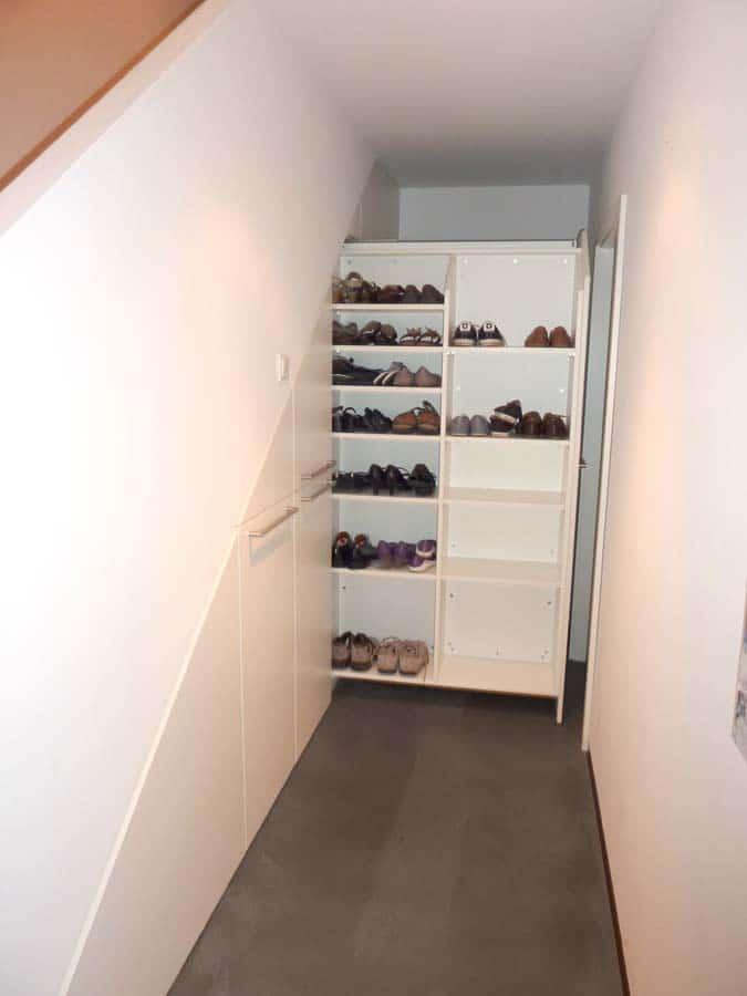 Einbauschrank Apotheker Auszuege unter Treppe 2
