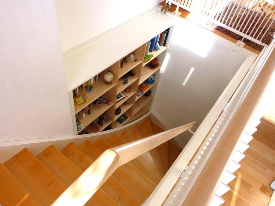 Einbauschrank hinter Treppe 1