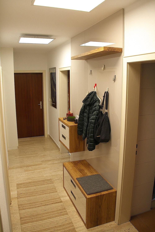 Garderobe vom Schreiner Eiche Hochglanz fertig montiert
