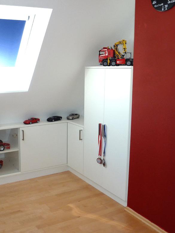 Jugendzimmer Dachschraege Herzogenaurach Wand gegenueber