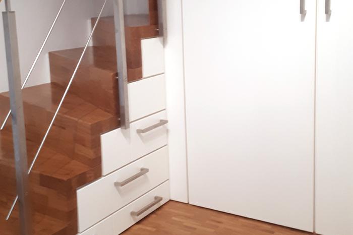 Einbauschrank unter Treppe vom Schreiner PYRA Designmoebel